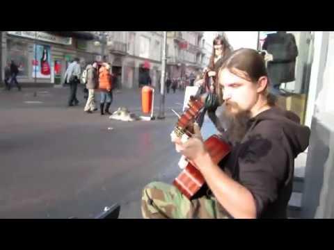 Nghệ sỹ đường phố chơi đàn cực đỉnh