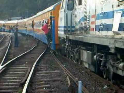 Kereta api : Lebak Jero