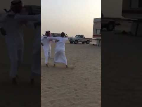 #فيديو.. ضيف يفر هاربًا من هول هدية قدمها له صديقه فور استقباله بخيمته
