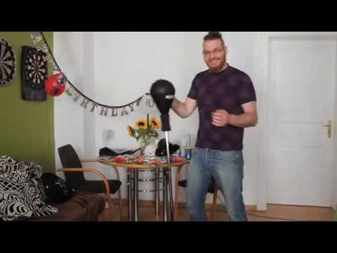 Christian checkt Punchingball von Bad Company !