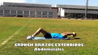 Crunch con brazos extendidos con balón medicinal.