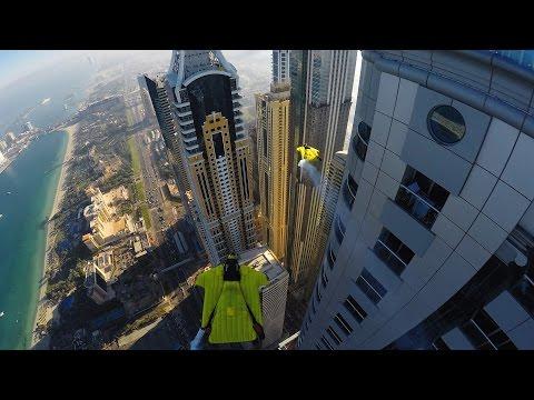 przelot-wingsuit-miedzy-wiezowcami-w-dubaju