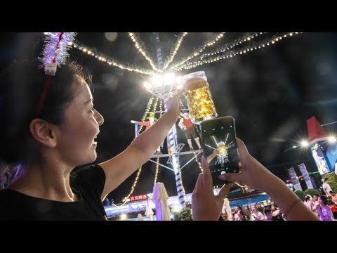 Oktoberfest in China: Das zünftige Bierfestival in Qing ...