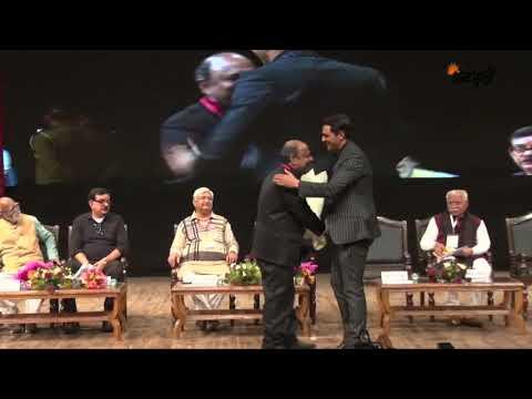 देखिये कौन-कौन से Bollywood सितारे पहुँचे RSS के मंच पर