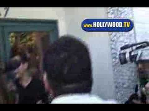 Lindsay Lohan Mobbed By Paparazzi
