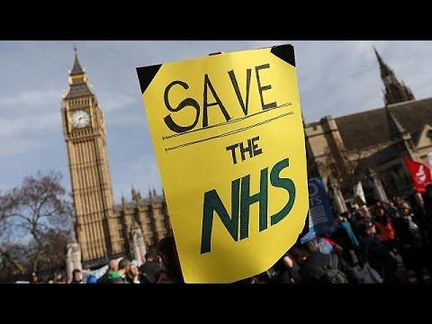 Λονδίνο: Μεγάλη διαδήλωση για το NHS
