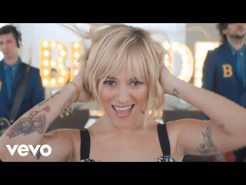 blonde - Alizée -- Blonde (Clip officiel) Disponible sur iTunes : http://smarturl.it/AlizeeBlonde Nouvel album « Blonde » disponible sur iTunes : http://smarturl.it/AlizeeBlondeAlbum https://www.alizee-o...
