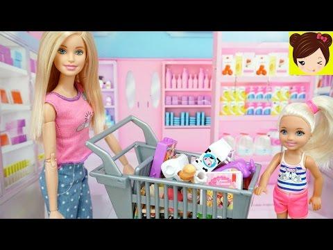 Barbie Prepara Una Cena para La Mama de Ken con Ayuda de sus Hermanas - Historias de  Barbie
