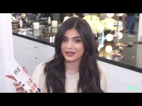 Kylie Jenner prezanton hijet e reja – Tutorial