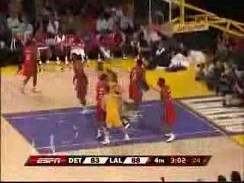 Lamar Odom blooper, NBA ref gets assist