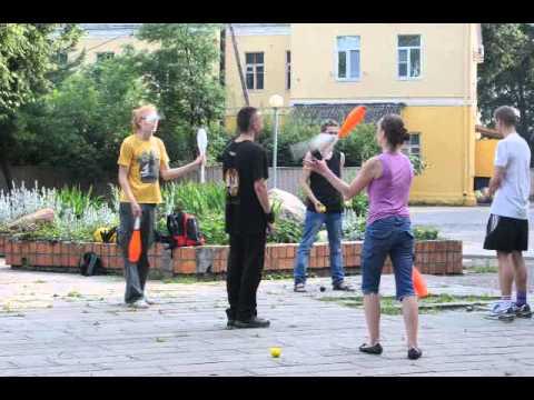 В Гомеле обучали жонглированию