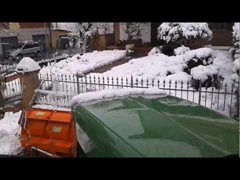 sgombero neve - Sgombero neve in Via per Rubiera ad Arceto di Scandiano, dopo segnalazione di una cittadina.
