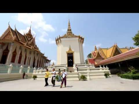 """ความสัมพันธ์กับประเทศเพื่อนบ้านอาเซียน : กัมพูชา """"พระราชวังหลวงสองพระนคร : วัดพระแก้วในพระราชวัง"""""""