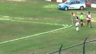 O Vasco perdeu para o Bangu por 2 a 1 na manhã deste domingo (13/11), em Moça Bonita, pelo jogo de ida da decisão do Estadual Feminino Juvenil. O Vasco chegou a fazer 1 a 0 com Gaby, de falta, na 1ª etapa, mas sofreu a virada no 2º tempo. A finalíssima será no sábado (19/11), às 16h, no Ciaga. O Vasco precisa vencer por 2 gols ou mais de diferença para ficar com o título ou por 1 gol de vantagem para levar a decisão para os pênaltis.