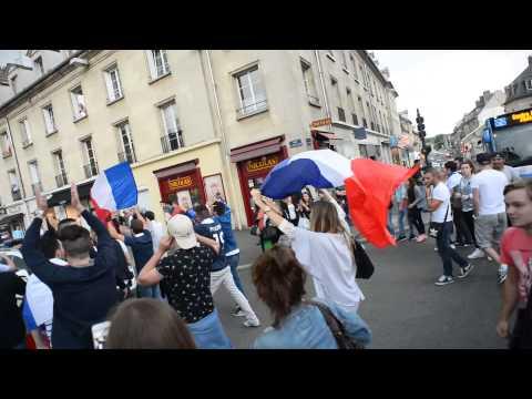 Les supporters compiégnois après le match France Nigeria