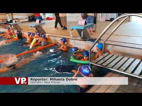 Cursuri gratuite de înot, pentru elevii din Câmpina