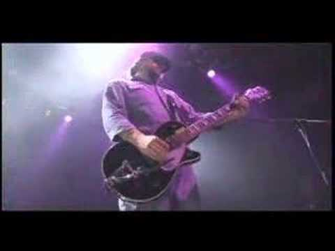 OfficialEels - Eels Perform Crazy Love (Crazy Music) Live from the 2006 No Strings Attached Tour. DVD/CD only available at the 2008 Shows! For more info, visit: http://eels...