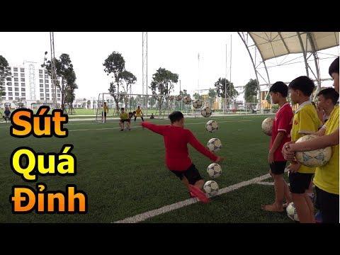 Thử Thách Bóng Đá thi sút phạt xoáy như Quang Hải với các cầu thủ nhí của học viện PVF & Đỗ Kim Phúc - Thời lượng: 10:29.