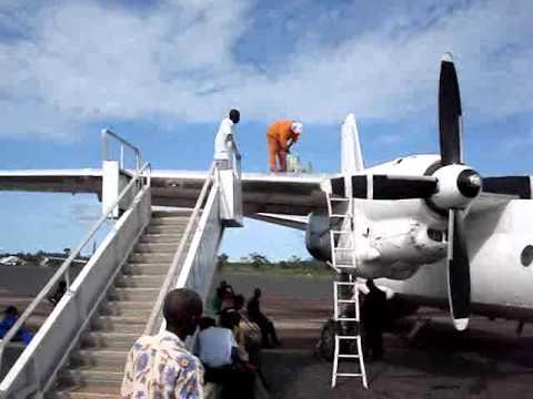 Congo, operazione di rifornimento ad un aereo