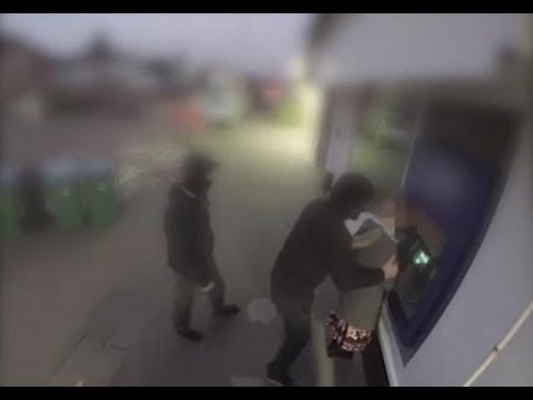 Ryöstö automaatilla keskeytyy sankarin saapumiseen!