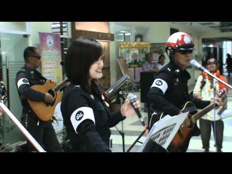 ตำรวจร้องเพลงดนตรีจิต