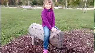 Ева на детской площадке в Памлоне