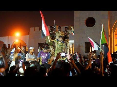 Παραιτήθηκε ο επικεφαλής του πραξικοπήματος στο Σουδάν…