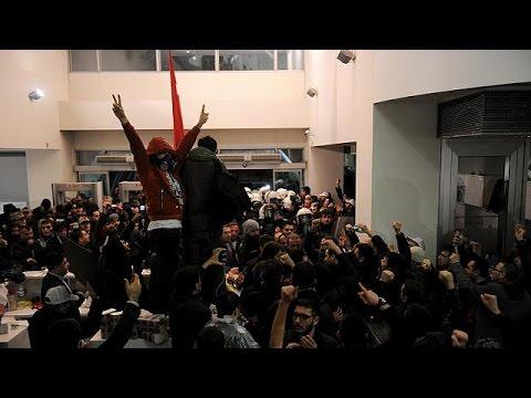 Τουρκία: Έφοδος της αστυνομίας στα γραφεία της Ζαμάν