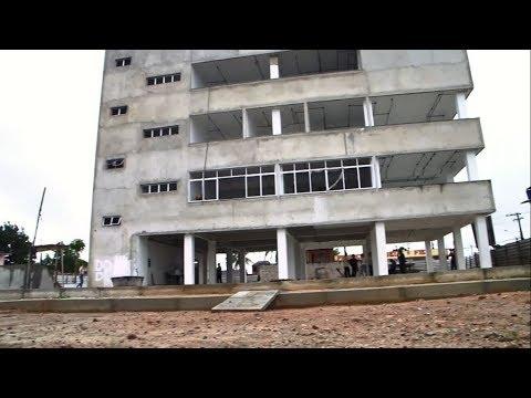 Rui Palmeira vistoria construção de Praça de Esporte e Cultura