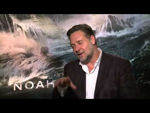 Russell Crowe impersonates Ricky Gervais