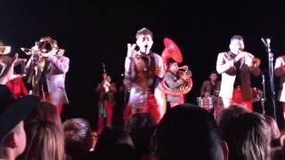 Viendolo Bien (Audio) Banda Carnaval