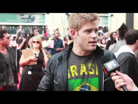 MTV FORA: David Robert does the MMVA Red Carpet