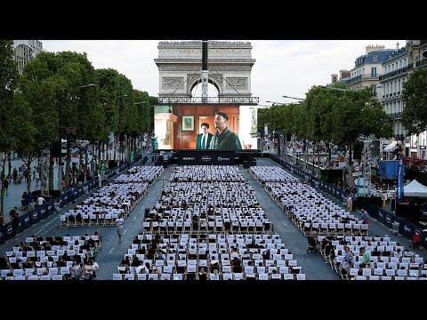 Τα Ηλύσια Πεδία στο Παρίσι έγιναν…θερινό σινεμά