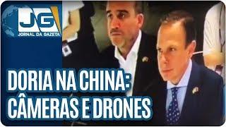 No segundo dia de viagem à China, o Prefeito, João Doria, do PSDB, anunciou a doação de mais de 2 mil câmeras de vigilância de uma empresa chinesa para o sistema de vigilância de São Paulo.