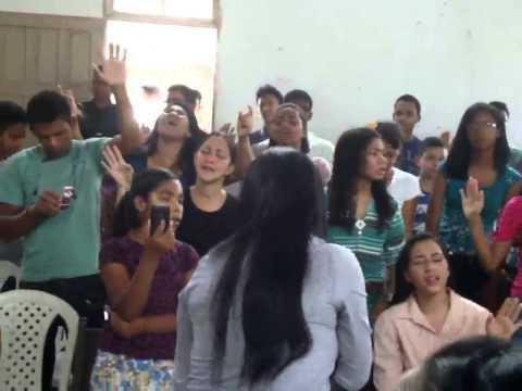 cantora Aidimes Aquino louvando Tú és fiel Senhor em Wenceslau Guimarães