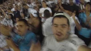 A festa dentro e fora da Vila Belmiro em jogo válido pela Libertadores!Twitter: Luiz_FD2