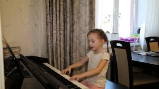 Коричневая Пуговка. Дети поют. Виктория 5 лет.