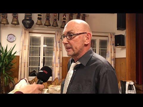 """Peter """"Hubi"""" Hubacher im Interview. Anschliessend probt der Männerchor Wattenwil-Bangerten das Stück """"Qué Sera"""". (Video: Res Reinhard / Lina Schlup)"""