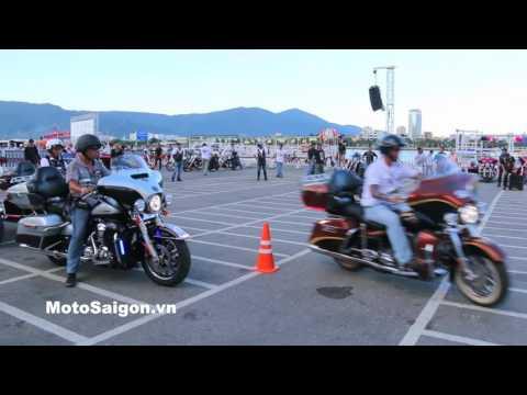Clip xe Harley-Davidson Touring biểu diễn trong sa hình