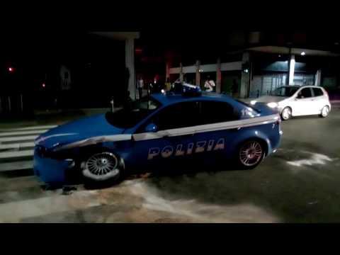 Scontro tra utilitaria e Volante della Polizia a Bergamo: 4 feriti