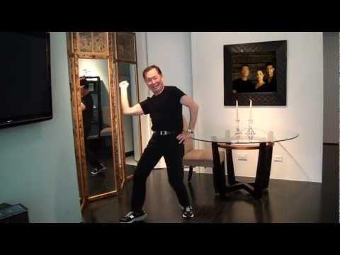 『スター・トレック』のジョージ・タケイが幸せいっぱいのハッピー・ダンスを披露している。