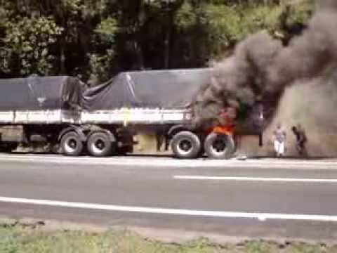 Incêndio em caminhão na Br 277 em Paranaguá
