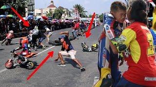 Video Jeritan seorang ibu ketika buah hatinya terjatuh mini motogp MP3, 3GP, MP4, WEBM, AVI, FLV Desember 2018