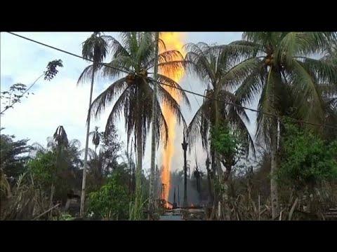 العرب اليوم - اندلاع حريق بئر نفطية في إندونيسيا