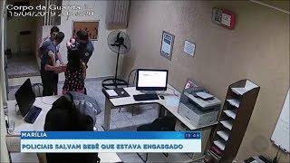 Câmera registra momento em que policiais salvam bebê que estava engasgado