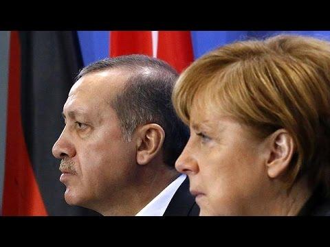 Γερμανία: Μήνυση Ερντογάν κατά σατιρικού παρουσιαστή