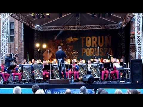 W dniu 25 lipca 2014 r. na Rynku Staromiejskim  w Toruniu wystąpiły orkiestry wojskowe z Torunia i Warszawy Występ orkiestr odbył się w ramach odbywającego się XVIII Festiwalu Europa - Toruń  Muzyka i Architektura.  Więcej filmów obejrzyj na stronie ww