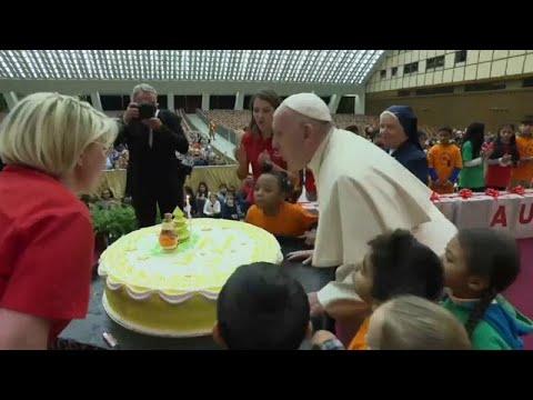 Vatikan: Torte zum Papst-Geburtstag - er wird 82 Jahre alt