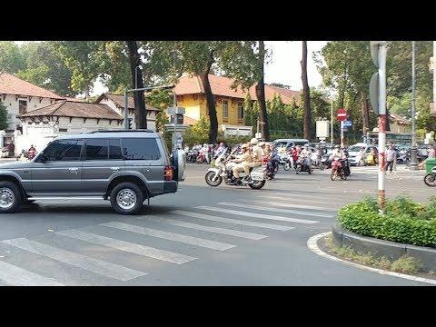 CSGT chặn xe Mio thiếu ý thức định cản đường đoàn xe Chủ tịch Quốc hội - Level B VIP convoy - Thời lượng: 105 giây.