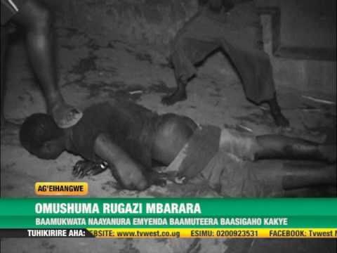 Video #Ageihangwe Omushuma bamukwata nayiba emyenda, bamuteera ezi Mbaguta yatiire Muha. download in MP3, 3GP, MP4, WEBM, AVI, FLV January 2017